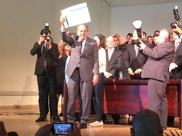 Prefeito eleito de Goiânia, Iris Rezende (PMDB) foi diplomado pelo TRE-GO (Foto: Vitor Santana/G1)
