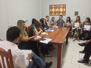 Reunião realizada nesta terça-feira (15) abordou a recusa às receitas médicas (Foto: Dyepeson Martins/G1)