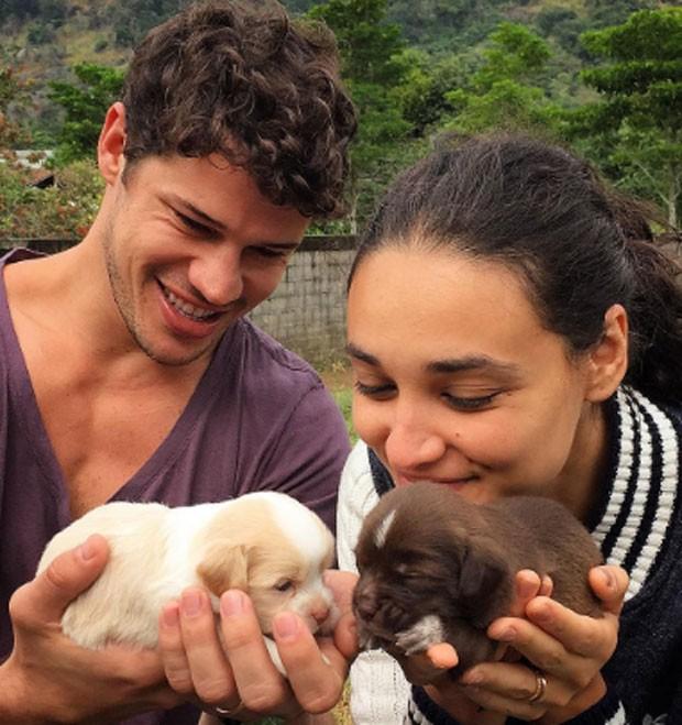 José Loreto adota pets e dá indireta sobre vazamento de vídeo: