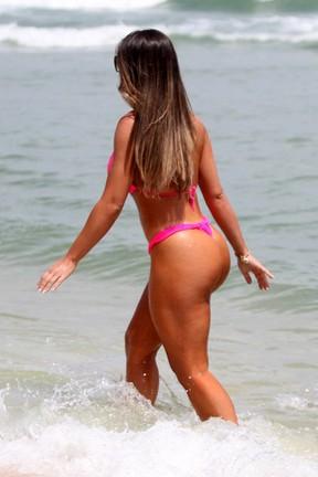 Nicole Bahls na praia - galeria (Foto: Marcos Ferreira / Foto Rio News)