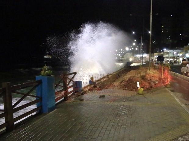 Pefeitura de Natal decretou estado de emergência na orla da Praia do Meio (Foto: Canindé Soares/G1)
