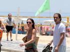 O verão tá aí: famosos curtem dia de praia no Rio