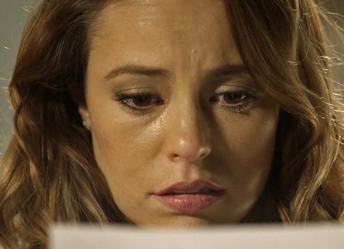 Melissa fica em choque quando descobre que está grávida (Foto: TV Globo)