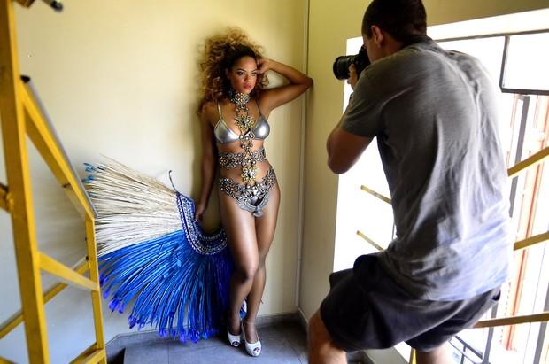 Bianca Monteiro, rainha de bateria da Portela, posa para o Paparazzo (Foto: Roberto Teixeira/Paparazzo)