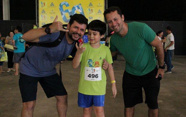 Mauro (à esquerda), Rafael (no centro) e Piter (à direita) prestigiam a corrida (Foto: Marcos Dantas/ Globoesporte.com)