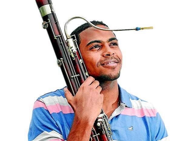 Jovem abandonado em favela quando criança vira músico no ES (Foto: Edson Chagas/ A Gazeta)