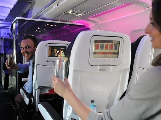 Passageiros poderão oferecer bebidas e comidas para desconhecidos a bordo dos aviões da Virgin America (Foto: Divulgação/Virgin America)