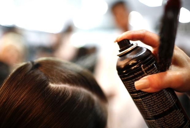 O cabelo vai ficando pronto (Foto: Thiago Bernardes / Ed.Globo)