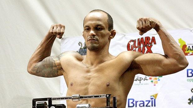 Adson Preguiça na pesagem do Jungle Fight 40 (Foto: Divulgação)
