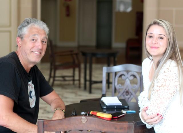 O francês Thierry e a chefe de serviços termais, Jussara Marrichi (Foto: Jéssica Balbino/ G1)