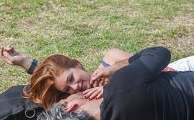 Alexandre Nero e Marina Ruy Barbosa gravam cena emocionante em parque do Rio
