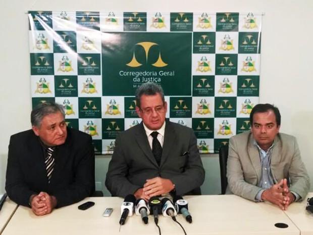 Promotores falaram com imprensa após primeiro dia do julgamento (Foto: Lenno Edroaldo/G1)