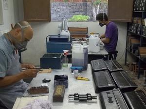 Fabricação das sanfonas (Foto: Rafael Melo/G1)