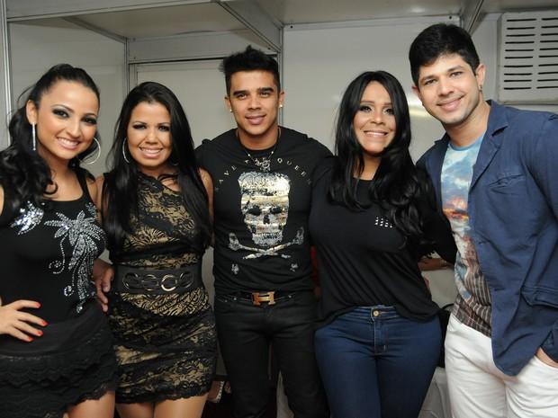 Banda Calcinha Preta se prepara para o show no Recife (Foto: Rafaella Torres / G1)