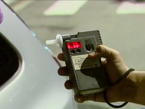 Teste do bafômetro em São José dos Campos (Foto: Reprodução/ TV Vanguarda)