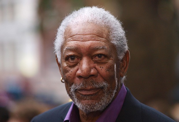 O ator Morgan Freeman nesta quarta-feira (18), em Paris, no lançamento do novo 'Batman' (Foto: AFP)