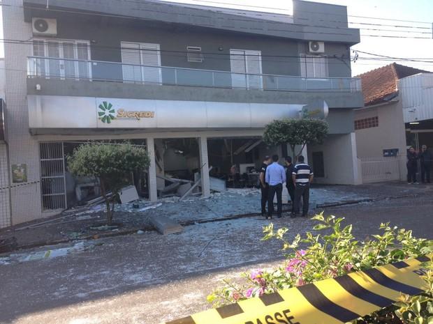 G1 - Ladrões explodem quatro bancos de Terra Rica em ações ... Banc Terre on