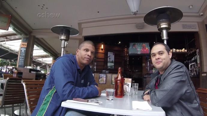 Finalmente em Sydney, Edvaldo e Diogo fazem pausa para o almoço (Foto: Divulgação)