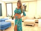 Recém-casada, Adriana Sant'Anna mostra barriga de grávida