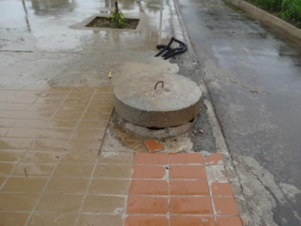 Bueiros com tampas desniveladas podem causar quedas, diz documento (Foto: Crea-MT/Divulgação)