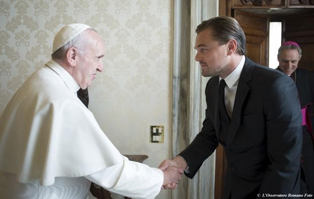 Leonardo DiCaprio durante seu encontro com o Papa Francisco no Vaticano nesta quinta-feira (28) (Foto: Osservatore Romano/Reuters)