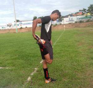 Alan Nascimento, mesmo com a idade avançada ainda sonha em ser jogador profissional  (Foto: Edson Reis/GloboEsporte.com)
