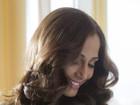 Camila Pitanga surge linda e mais morena em campanha