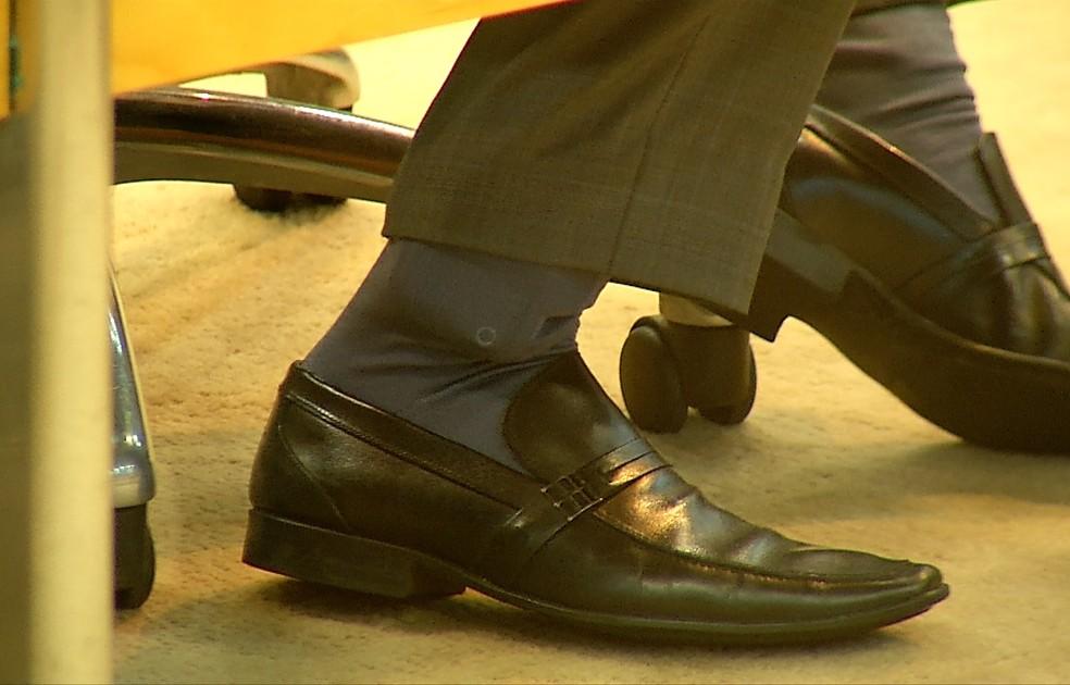 Usando tornozeleira eletrônica, deputado esteve presente em sessão da ALRN, nesta quarta-feira (12). (Foto: Reprodução / Inter TV Cabugi)