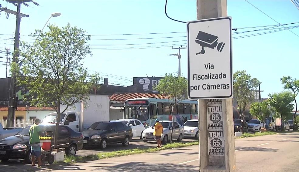 Ruas de Fortaleza ganham sinalização de videomonitoramento (Foto: TV Verdes Mares/Reprodução)