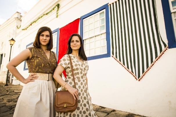 Selma ( Camila Raffanti ) e Chica ( Juliana Araripe ) na segunda fase de ' Em Família'. (Foto: Rede Globo/João Miguel Júnior)