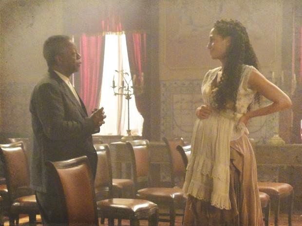 Isabel e seu Afonso conversam no Teatro (Foto: Lado a Lado/Tv Globo)