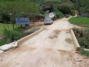 Ponte inaugurada na Estrada Batume, em Água Quente, Teresópolis.  (Foto: Paulo Filgueiras)