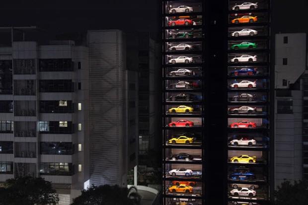Concessionária expõe carros de luxo em prédio de 15 vandares (Foto: Divulgação)