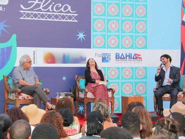 Segunda mesa desta sexta teve Miltom Hatoum  e João Filho (Foto: Egi Santana/Flica)