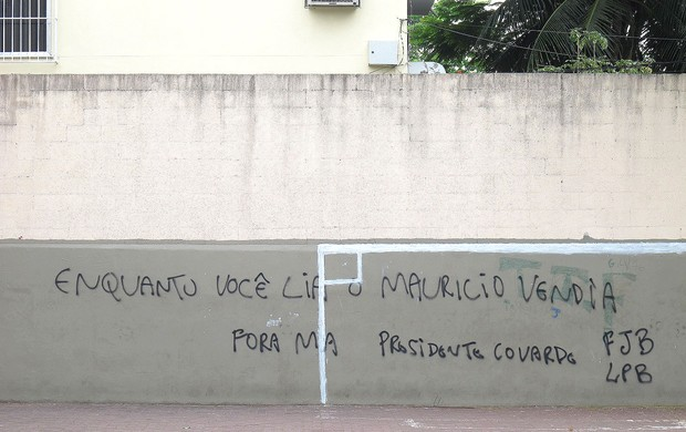Futebol Pichação Engenhão  (Foto: Thales Soares)