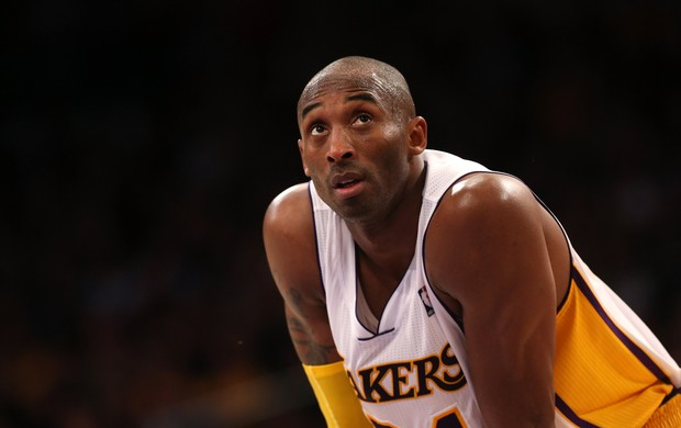 Kobe Bryant marca 29 pontos, mas Lakers têm terceira derrota seguida (Foto: Getty Images)