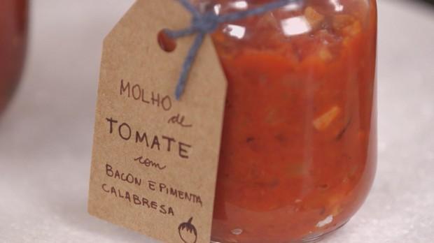 cozinha prtica vero 2017, cozinha prtica pra viagem, molho de tomate caseiro, Como fazer molho de tomate com aliche, alcaparras e azeitona (Foto: Divulgao)