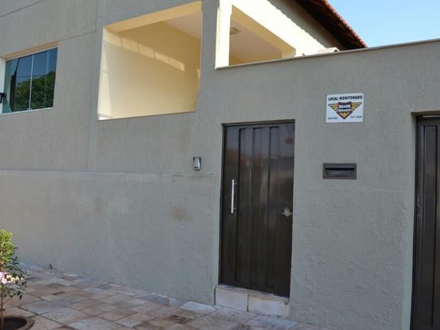 Casa do prefeito de Buriti Alegre foi alvejada, em Goiás (Foto: Divulgação)