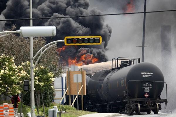 Vagão é visto após explosão em Lac Megantic, Quebec (Foto: Mathieu Belanger/Reuters)
