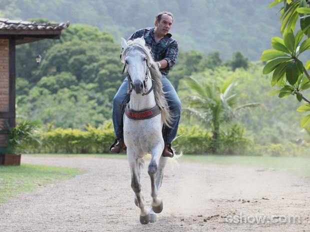 Virgílio anda a cavalo no haras da Shirley (Foto: Pedro Curi / TV Globo)