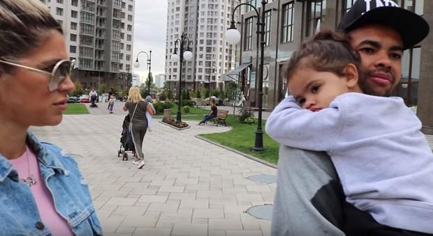 Dani Souza e Dentinho com a filha (Foto: Reprodução/Instagram)