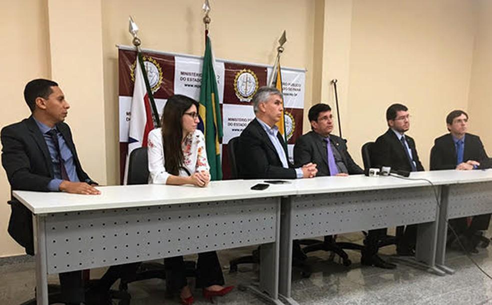 Membros do Ministério Público durante entrevista coletiva sobre as investigações das mortes ocorridas em Pau D'Arco (Foto: Divulgação/MPPA)