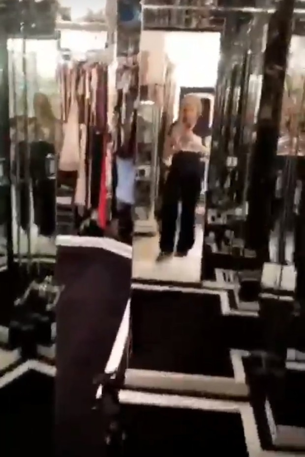 Closet de Paris Hilton tem espelhos por toda parte (Foto: Instagram/Reprodução)