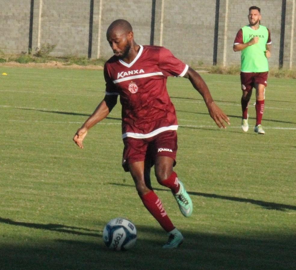 Jean Silva foi a novidade no ataque do América-RN no coletivo antes do amistoso contra o Campinense (Foto: Canindé Pereira/América FC)