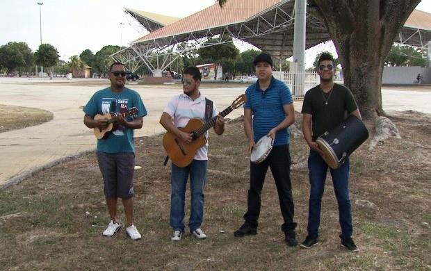 Integrantes cantam algumas das músicas que fazem parte do repertório de seus shows (Foto: Amazônia em Revista)