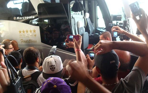 torcida embarque Corinthians (Foto: Rodrigo Faber)