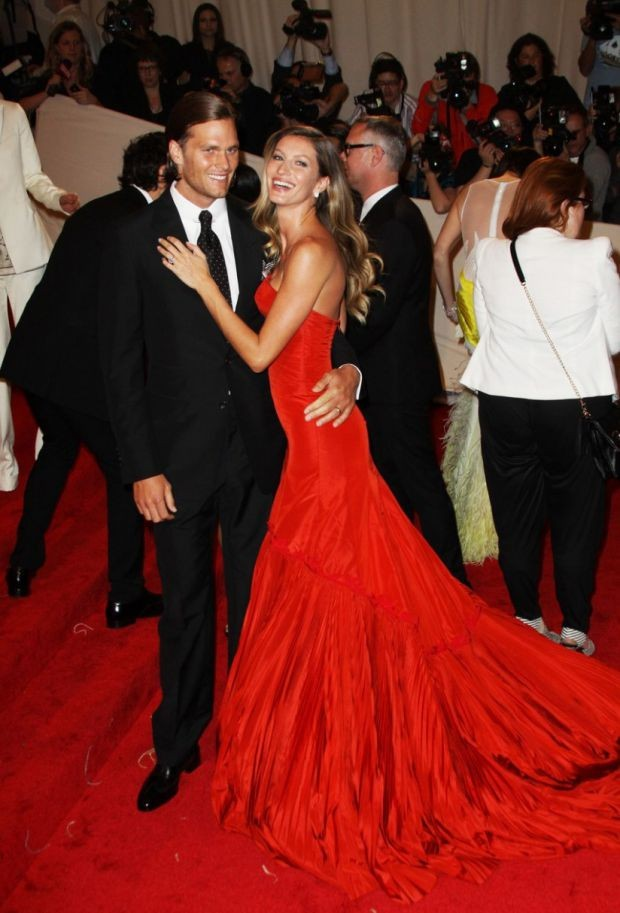 Gisele Bundchenm, de Alexander McQueen, no Baile do Met de 2011 (Foto: Getty Images)