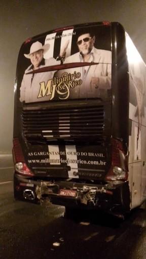 Ônibus da dupla Milionário e José Rico após o acidente (Foto: Divulgação)