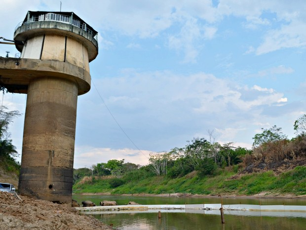Barragem da ETA I foi aumentada em 12 metros para que bomba não seja desligada (Foto: Quésia Melo/G1)