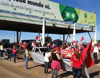 Paraná TV protesto pedagio (Foto: Priscila Luparelli/ RPCTV)